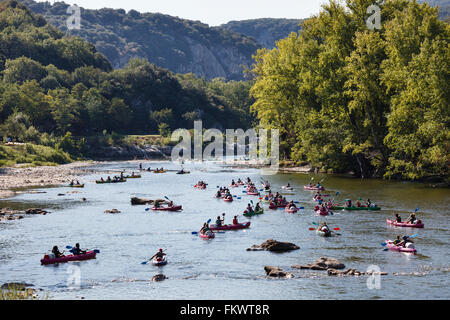 Canoeists on the River Ardèche, Vallon-Pont-d'Arc, Ardèche, France - Stock Photo