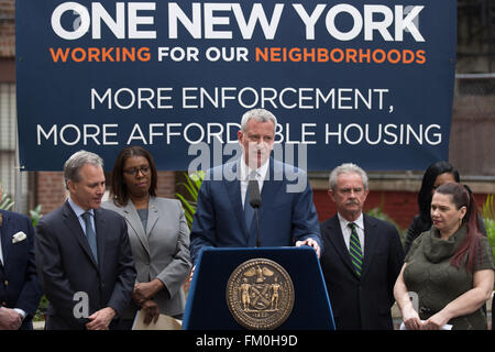 New York, USA. 10th March, 2016. MAYOR DE BLASIO and ATTORNEY GENERAL SCHNEIDERMAN announce $10 million from tax - Stock Photo