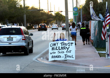 Miami, FL, USA. 10th Mar, 2016. Florida, USA - United States - A Hillary Clinton protester outside of the Bank United - Stock Photo