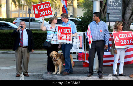 Miami, FL, USA. 10th Mar, 2016. Florida, USA - United States - Ted Cruz supporters outside of the Bank United Center - Stock Photo