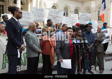 New York, USA. 10th March 2016. Family and supporters of slain black youth Ramarley Graham call for the firing of - Stock Photo