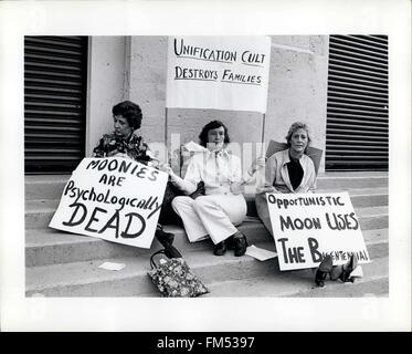 1982 - Cult Moonies © Keystone Pictures USA/ZUMAPRESS.com/Alamy Live News - Stock Photo