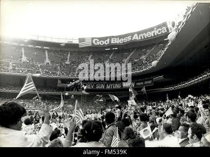 1982 - Cult Moonies Sun Myung Moon God Bless America © Keystone Pictures USA/ZUMAPRESS.com/Alamy Live News - Stock Photo