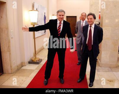 Klaus Wowereit, Sir Michael Arthur - Antrittsbesuch des neuen britischen Botschafters beim Berliner Oberbuergermeister, - Stock Photo
