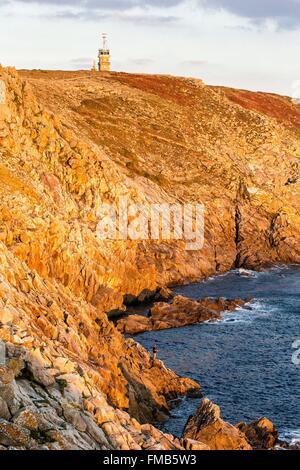 France, Finistere, Iroise Sea, Cap Sizun, Plogoff, Pointe du raz, fisherman on the coast - Stock Photo