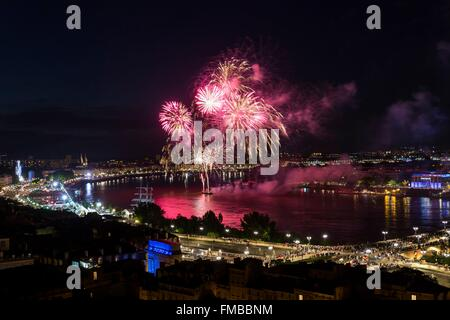 France, Gironde, Bordeaux, area listed as World Heritage by UNESCO, River Festival 2015, Closing Fireworks - Stock Photo