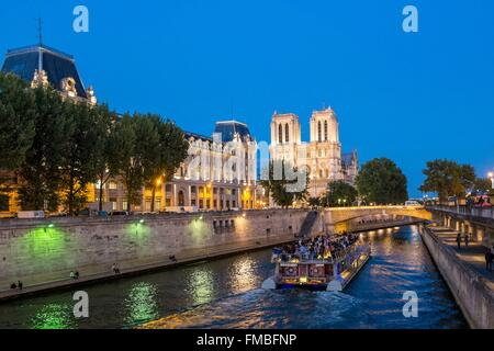 France, Paris, area listed as World Heritage by UNESCO, the Notre Dame Cathedral on la Cité island - Stock Photo