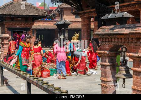 Nepal, Gandaki zone, Pokhara, ceremony at Kedareshor Mahadev temple - Stock Photo