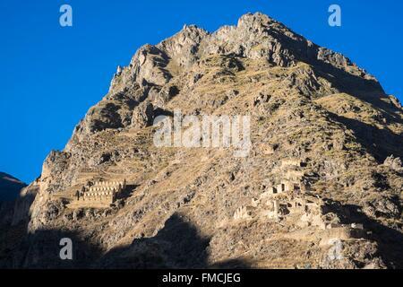Peru, Cusco Province, Incas Sacred Valley, Ollantaytambo, the Pinkuylluna granaries - Stock Photo