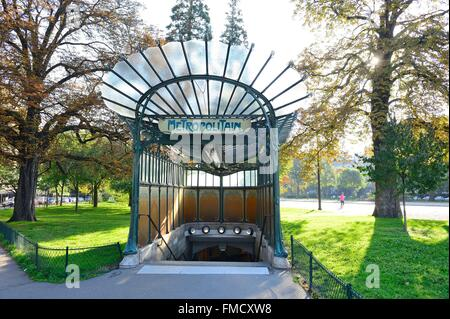 France, Paris, Porte Dauphine subway station in Art Nouveau style by Hector Guimard - Stock Photo