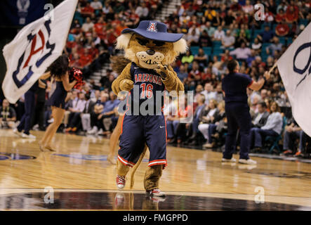 Las Vegas, NV, USA. 11th Mar, 2016. Arizona Mascot during the NCAA Pac 12 Men's Basketball Tournament between Oregon - Stock Photo