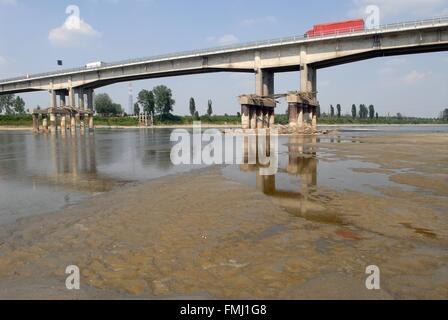Italy, exceptional low water of the Po river at  Boretto (Parma) - Stock Photo