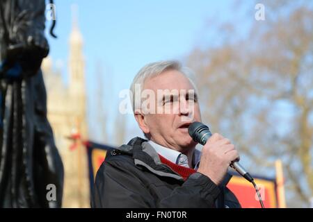 London, UK. 13th March 2016. John McDonnell MP, Shadow Chancellor of the Exchequer, addresses the crowd outside - Stock Photo