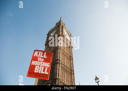 London, UK. 13th March, 2016. Thousands march in a national protest against the Housing Bill demanding secure and - Stock Photo