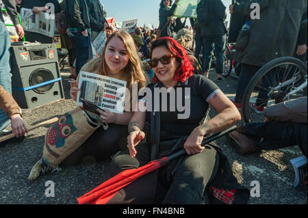 London, UK. 13th March, 2016.  Jasmin Stone of Focus E15 and Lisa Mckenzie of Class War at the sit-down blocking - Stock Photo