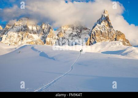 Two skiers, Dolomites, Italy - Stock Photo