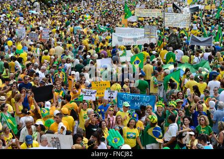 Brasilia, Brazil. 13th Mar, 2016. Tens of thousands of protesters gather along Copacabana beach to demand the resignation - Stock Photo