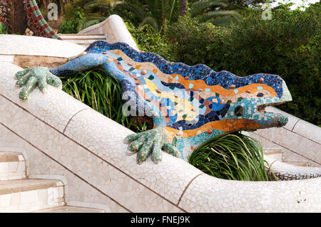 Barcelona park guell lizard fountain by antoni gaudi for Barcelona jardin gaudi