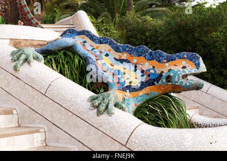 Barcelona park guell lizard fountain by antoni gaudi for Barcelona jardin gaudi