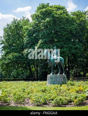 Berlin, Tiergarten, Floraplatz.  Equestrian statue Amazone by sculptor, Louis Tuaillon - Stock Photo