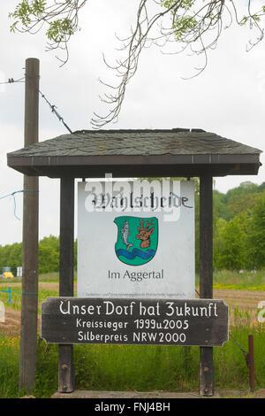 Deutschland, Rhein-Sieg-Kreis, Lohmar, Wahlscheid, Unser Dorf hat Zukunft - Stock Photo