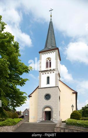 Deutschland, Rhein-Sieg-Kreis, Lohmar, Wahlscheid, Evangelische Sankt Bartholomäus-Kirche - Stock Photo