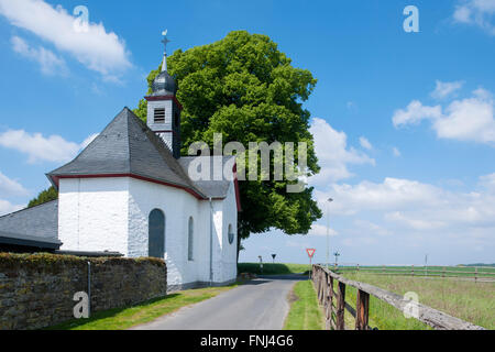 Deutschland, Rhein-Sieg-Kreis, Lohmar, Kapelle Sankt Isidor in Halberg - Stock Photo