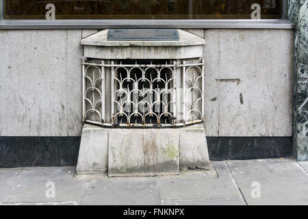 The London Stone set in the front of a building in Cannon Street.  SEE DETAILS IN DESCRIPTION. - Stock Photo