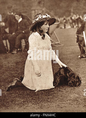 Elizabeth Bowes-Lyon The Queen Mother (1900-2002) as a young girl in Glamis Castle, Scotland in 1907 - Stock Photo