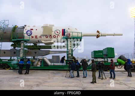 Baikonur, Kazakhstan. 16th Mar, 2016. The Soyuz TMA-20M spacecraft is joined to the lift arms on the launch pad - Stock Photo
