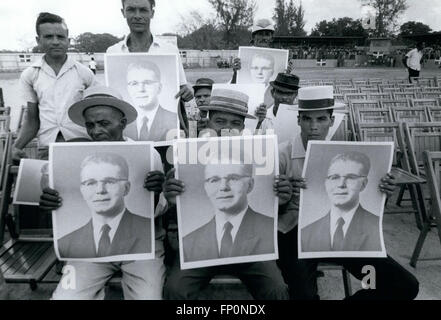 1962 - Dominican Republic Citizens of the Dominican Republic - waiting in the country side to see their President - Stock Photo