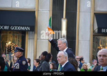 New York City Mayor Bill de Blasio marching in the St. Patrick's Day Parade. - Stock Photo