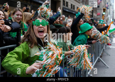 New York, USA. 17th Mar, 2016. Spectators cheer during the St. Patrick's Day Parade in New York, the United States - Stock Photo