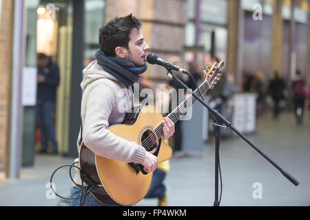 London, UK. 16 March 2016. Luca Fiore, winner of the 2015 Busk in London competition, performs on the concourse - Stock Photo