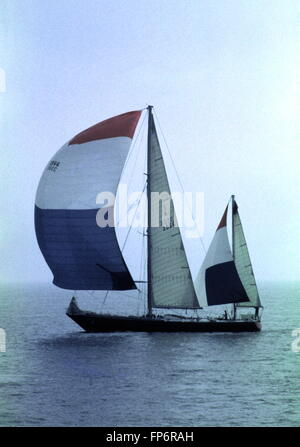 AJAX NEWS PHOTOS. 1974. ISLE OF WIGHT, ENGLAND. - WHITBREAD RACE END - GREAT BRITAIN II SKIPPERED BY CHAY BLYTH - Stock Photo