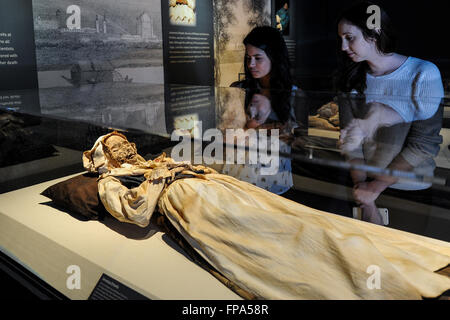 Los Angeles, California, USA. 17th March, 2016. Photo taken on March 17, 2016 shows a female mummy displayed during - Stock Photo