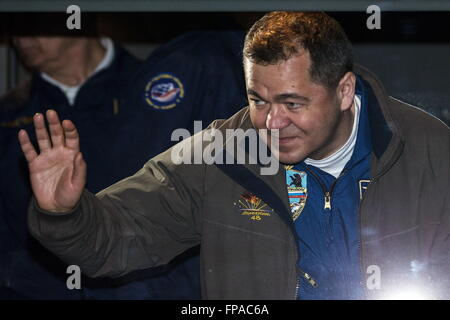Baikonur, Kazakhstan. 17th Mar, 2016. Roscosmos cosmonaut Oleg Skripochka, crew member of Expedition 47/48, waves - Stock Photo