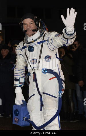 Baikonur, Kazakhstan. 18th Mar, 2016. Crew member of Expedition 47/48, NASA astronaut Jeffrey Jeff Williams waves - Stock Photo