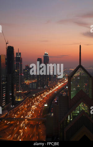 Traffic on the road at dusk, in Dubai. - Stock Photo