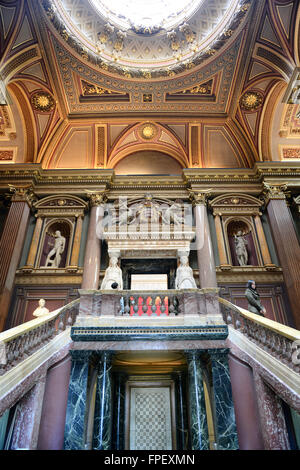 Interior staircases at the Fitzwilliam Museum for antiquities and fine art at Cambridge, Engleand with recessed - Stock Photo