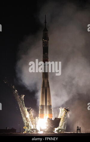 Baikonur, Kazakhstan. 19th Mar, 2016. A Soyuz FG rocket with the Soyuz TMA-20M spacecraft carrying the ISS Expedition - Stock Photo