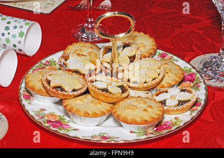A selection of homemade and shop bought English mince pies on a decorative plate, England, UK, Western Europe. - Stock Photo