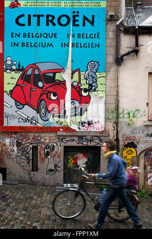 2CV wall paint in the street in the Route BD, Brussels, Belgium. The 'route BD' can be a simple excuse to visit - Stock Photo