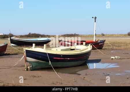 Small boats on shore at low tide alongside River Lune estuary at Sunderland point, Lancashire, England. - Stock Photo