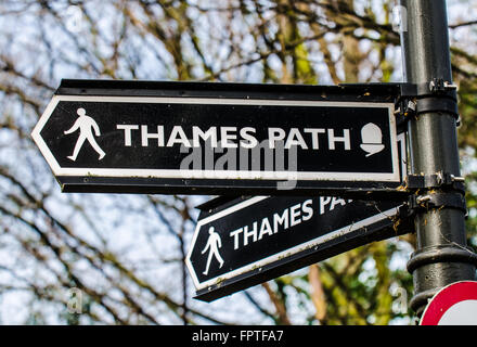 Thames Path is a National Trail, first proposed in 1948 opened in 1996,following the length of the River Thames - Stock Photo