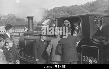 LBSCR A1X 0-6-0T 32636 waits to leave Brighton Station with an RCTS excursion to Brighton (Kemp Town) on 5th October - Stock Photo