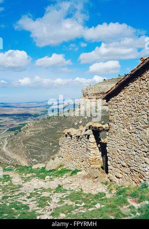 House in ruins in Sierra de Gudar, Teruel province, Aragon, Spain. - Stock Photo