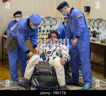 Baikonur, Kazakhstan. 19th Mar, 2016. American astronaut Jeff Williams during final pressure checks on his Russian - Stock Photo