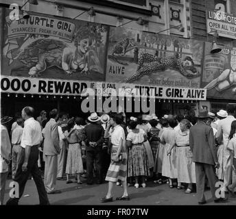 1962 - Coney Island: The freak shows get the crowds at Coney Island. The curiosity that marks us all is the key - Stock Photo
