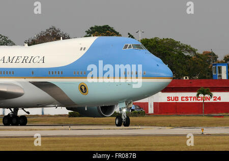 Havana, Cuba. 20th March, 2016. - Air Force One carrying U.S. President Barack Obama, First Lady Michelle Obama, and daughters Melia and Sasha arrives at Jose Marti International Airport in Havana, Cuba on March 20, 2016. Obama's three day visit to Cuba is the first by a sitting U.S. President in 90 years. Credit:  Paul Hennessy/Alamy Live News Stock Photo